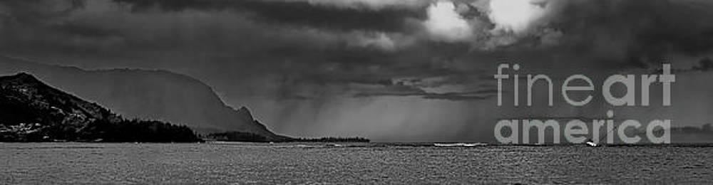 Hanalei Bay Shipwreck Bali Hai Kauai Hawaii 30902 0059 by Tom Jelen