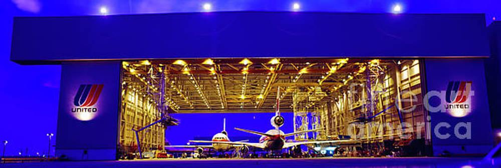 Hangar Queens ORD by Tom Jelen