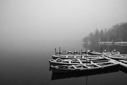 Hangzhou's West Lake by Jed Holtzman