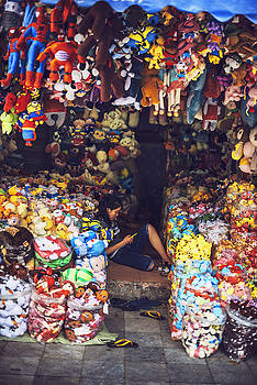HANOI,  Stores in the street selling a lot of merc by Eduardo Huelin