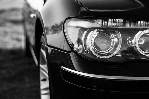 Newnow Photography By Vera Cepic - Headlights of BMW 750Li e66 in BW