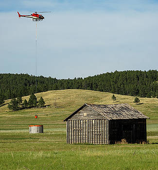 Helicopter dips water at heliwell by Bill Gabbert
