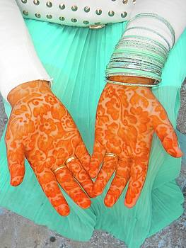 Henna Hands by Exploramum Exploramum