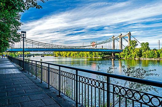 Hennepin Avenue Bridge by Lonnie Paulson