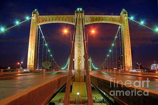 Hennepin Avenue Bridge Minneapolis by Wayne Moran