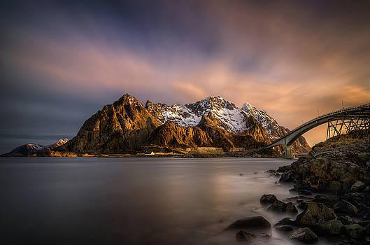 Henningsvaer sunrise by Swen Stroop
