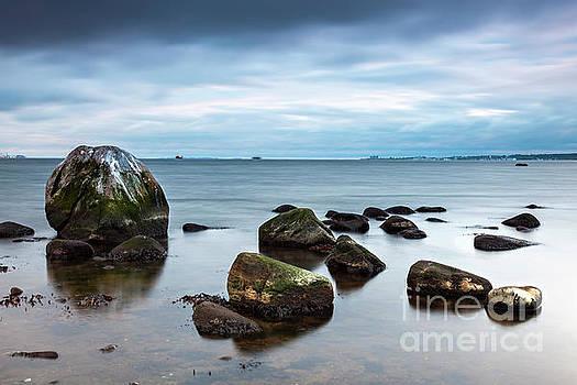 Sophie McAulay - Hittarp beach boulders