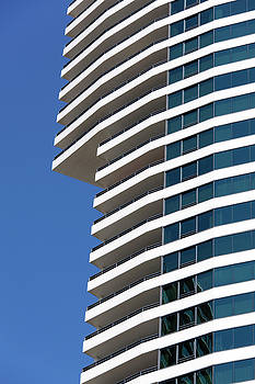 Ramunas Bruzas - Honolulu Apartments