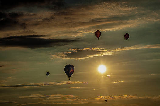 Randall Nyhof - Hot Air Balloons towards Sunset