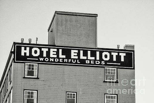 Hotel Elliott Wonderful Beds BW by Jerry Fornarotto