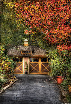 Mike Savad - House - Classy Garage