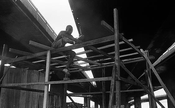 Muyiwa OSIFUYE - Wooden house construction