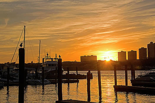 Hudson River Sunset by Allan Einhorn