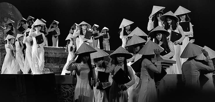 Hue girls by Tran Minh Quan