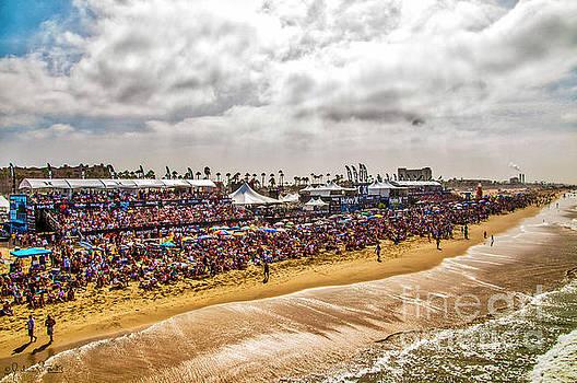 Julian Starks - Huntington Beach Crowds and Waves