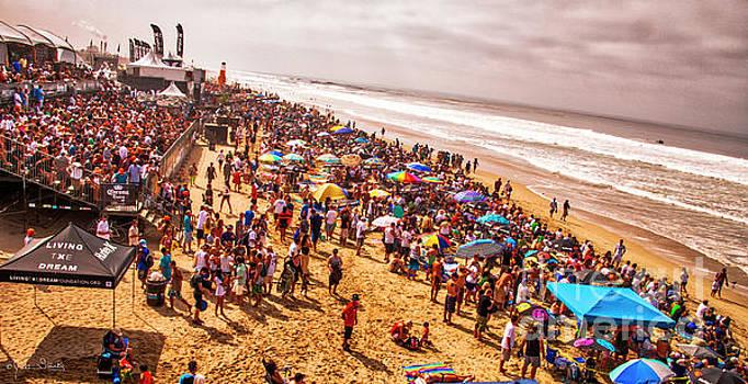 Julian Starks - Huntington Beach Surfing crowd