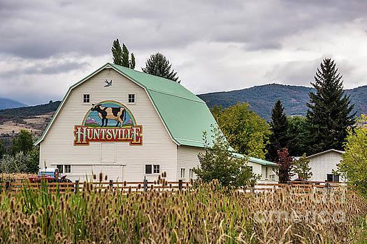 Huntsville Utah Barn - Wasatch Mountains by Gary Whitton