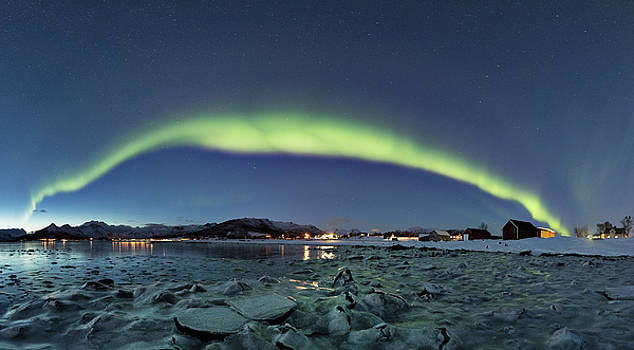 Ice and northern lights by Frank Olsen