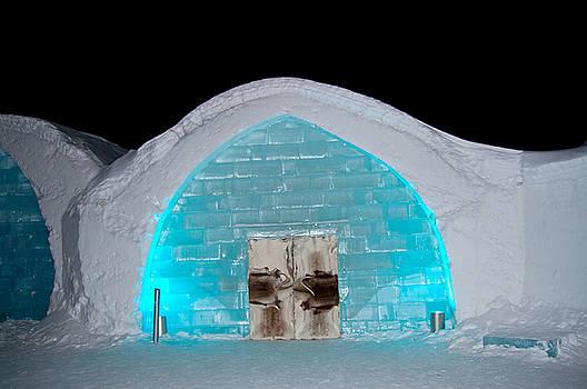 Ice hoteli night by Tamara Sushko