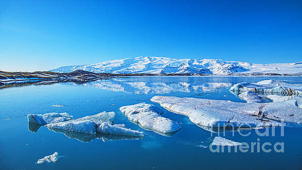 Ice lagoon Iceland by Chris Thaxter