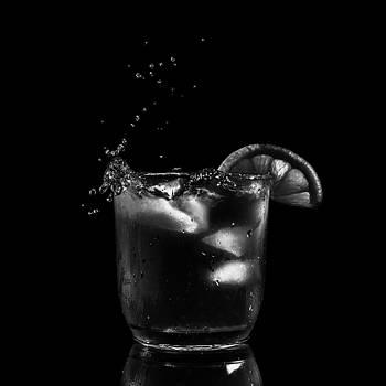 Nigel Jones - Ice Slice and a Splash