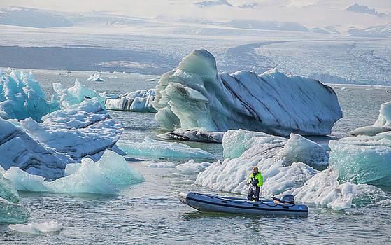 Venetia Featherstone-Witty - Icebergs on Jokulsarlon Lagoon in Iceland