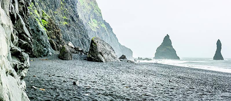 Icelandic Shoreline by Andrew Matwijec