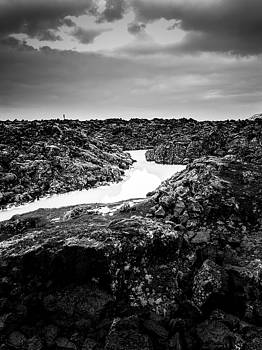 Icelandic silica stream in black and white by Benjamin Wiedmann