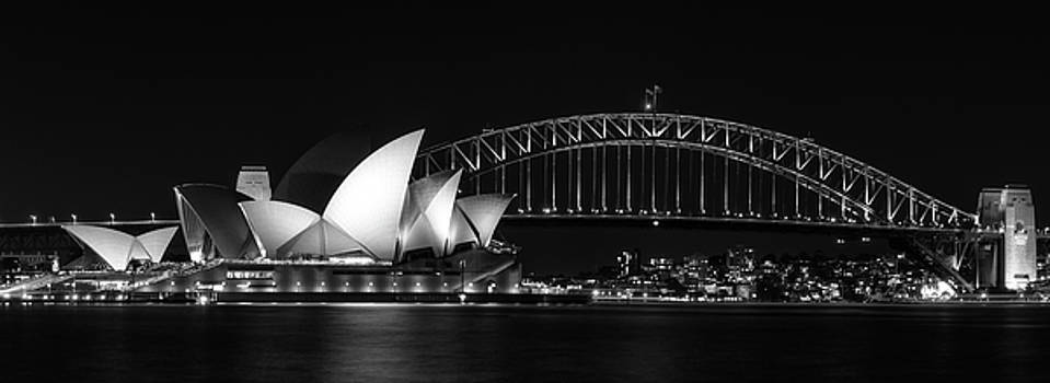 Iconic View of Sydney, Australia in black and white by Daniela Constantinescu
