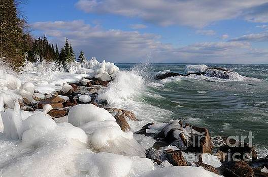 Icy Superior Waves by Sandra Updyke