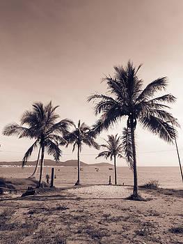 Idyllic beach by Helissa Grundemann