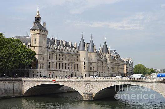 Ile de Cite Paris by Andy Thompson