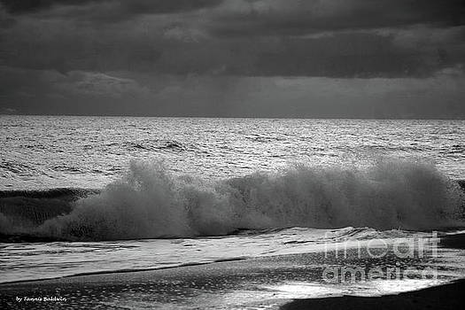 Incoming Tide BW by Tannis Baldwin
