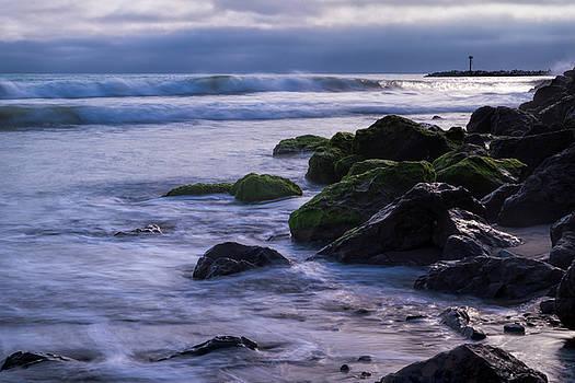 Incoming Waves by Ken Mickel