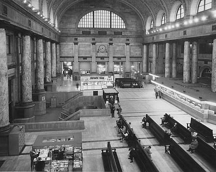 Chicago and North Western Historical Society - Inside Chicago Passenger Terminal - 1958
