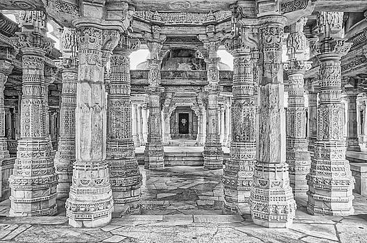 Tony Crehan - Inside Jain Temple at Ranakpur - India