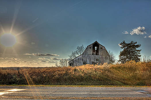 Iowa Barn by Mark Gilmore