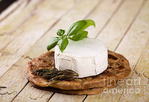 Italian cooking on wood by Mythja Photography