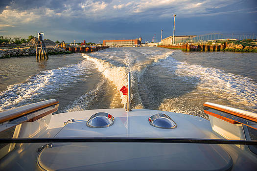 Eduardo Huelin - Italy Venice water trail from a motor boat