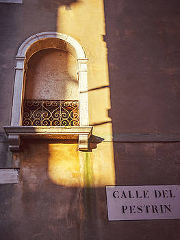 Eduardo Huelin - Italy Venice window with a sun beam