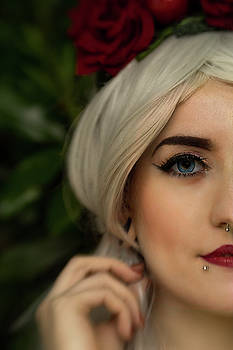 Jade Close Crop by Ian Thompson