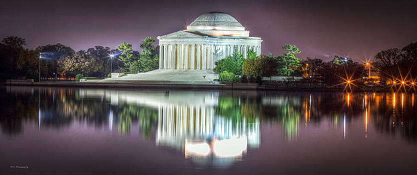 Jefferson Memorial, Night by Ross Henton
