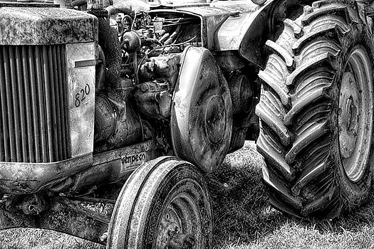John Deere 820 by Sherman Perry