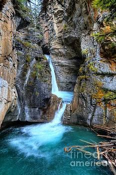 Wayne Moran - Johnston Canyon Falls Hike Upper Falls II