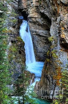 Wayne Moran - Johnston Canyon Falls Hike Upper Falls