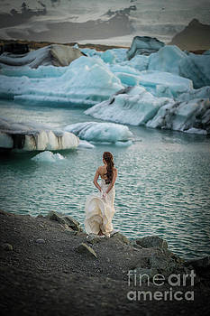 Jokulsarlon Lagoon Bride by Mike Reid