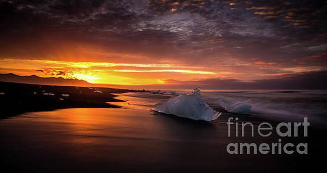 Jokulsarlon Sunrays Sunrise Beach Ice by Mike Reid