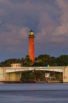 Jupiter Inlet Light ready for the Holidays by Claudia Domenig