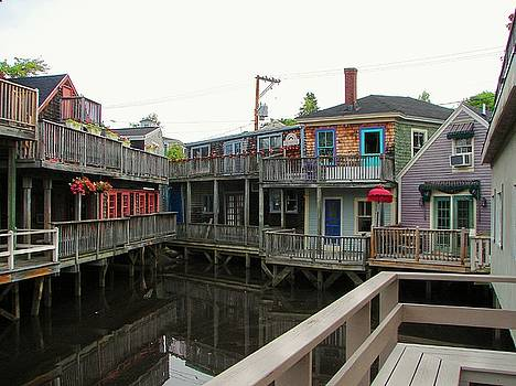 Kennebunkport Shops by Belinda Dodd