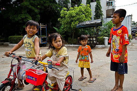 Khmer kids by Alex Leonard